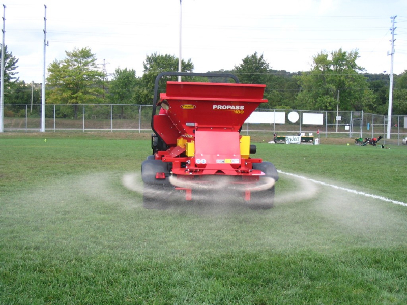Sportfield Topdressing Application
